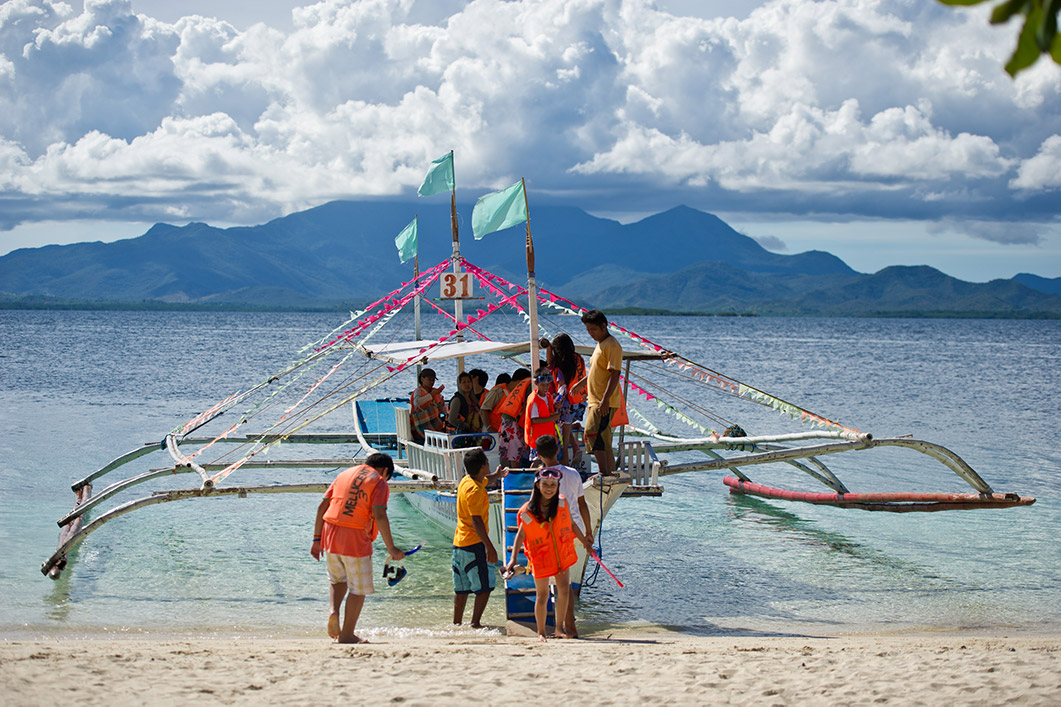 A boat arriving in Palawan.
