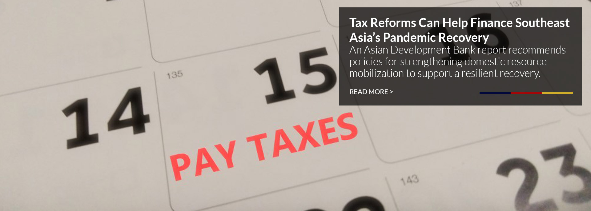 Calendar with the 15th day marked with Pay Taxes