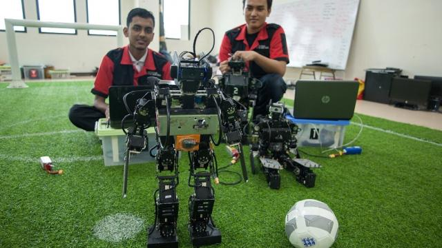 Mechatronics students in Indonesia work on their soccer-bots. Photo credit: ADB.
